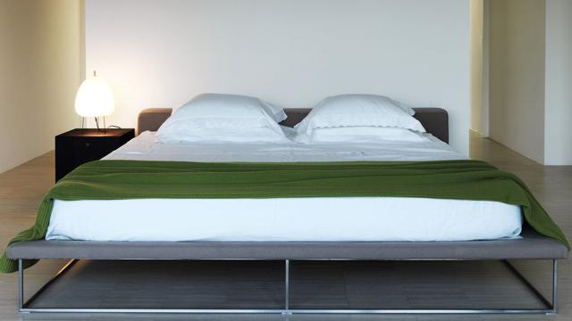 10-Tips-Membuat-Kamar-Tidur-Tampil-Lebih-Stylish-kasur