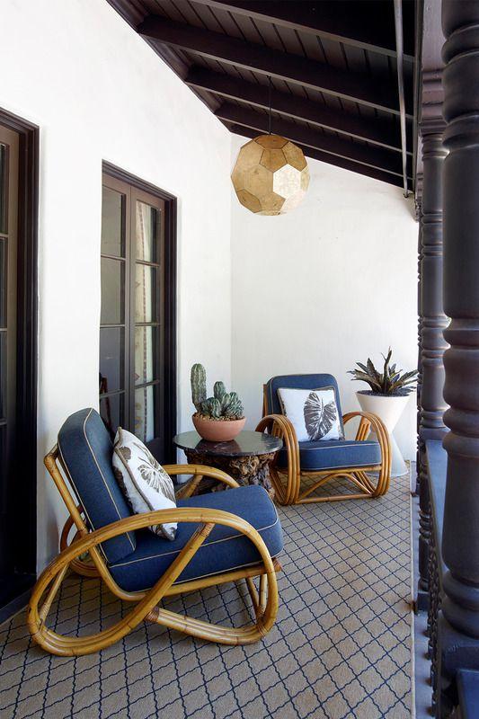 7-Ide-Dekorasi-Balkon-Paling-Romantis-4