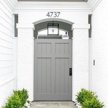 7-Inspirasi-Warna-Cat-Pintu-Rumah-Tercantik-yang-Bisa-Ditiru-abuabu