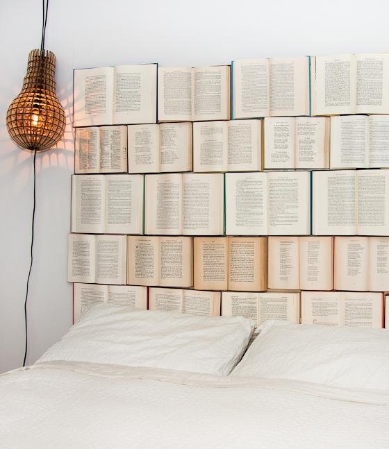 7-Inspirasi-Desain-Headboard-Buat-Kamar-Tidur-Tampil-Menawan-buku