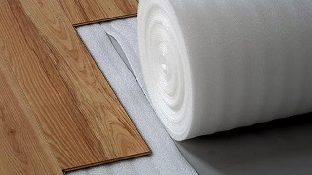 Alasan-Penggunaan-Poly-Foam-Sebagai-Alas-Lantai-Kayu