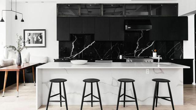 7-Inspirasi-Dapur-Terlihat-Klasik-dengan-Hitam-dan-Putih