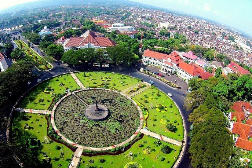 jawaracorpo-Tugu_Balai_Kota_Malang.jpg